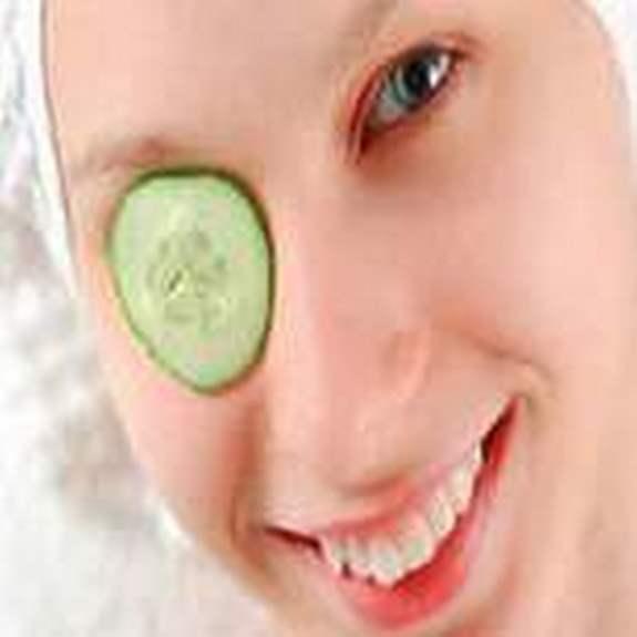 Домашние способы ухода за кожей вокруг глаз