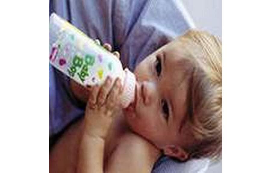 Как отучить малыша от бутылочки