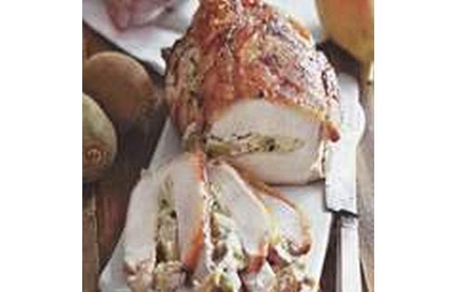 Свинина, фаршированная грушами и киви