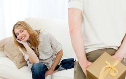 Чем порадовать девушку в день годовщины знакомства?