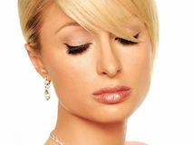 Как носить самое любимое женщинами украшение – золотые сережки?