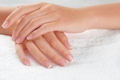 Слоятся и ломаются ногти: причины и лечение