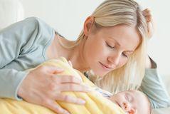 Что делать если ребенок не может уснуть сам?
