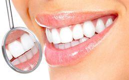 5 естественных способов отбелить зубы