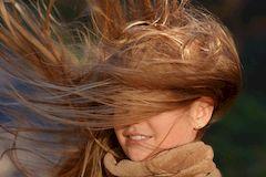 Как устранить проблему спутанных волос и узелков, не прибегая к ножницам
