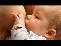 Как правильно кормить новорожденного грудью?