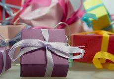 Что подарить малышу на первый день рождения?