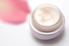 Критерии выбора дневного и ночного крема для лица