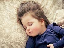 Как должен спать ребенок правильно